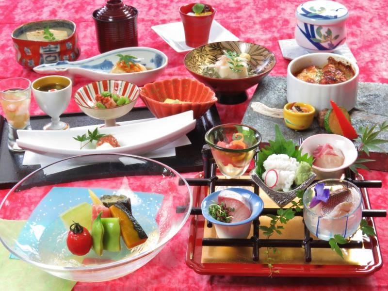 【1泊2食付】夕食は季節の創作和会席☆朝食は和洋バイキング